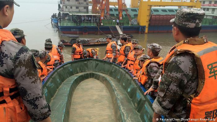 China Schiffsuntergang auf dem Jangtse-Fluss