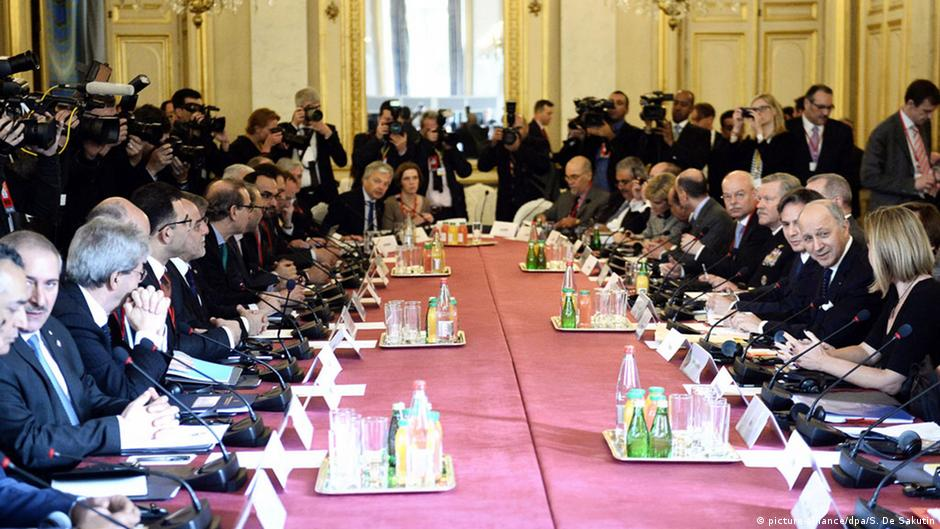 Paris meeting brings no new strategy against 'IS' | DW | 03.06.2015