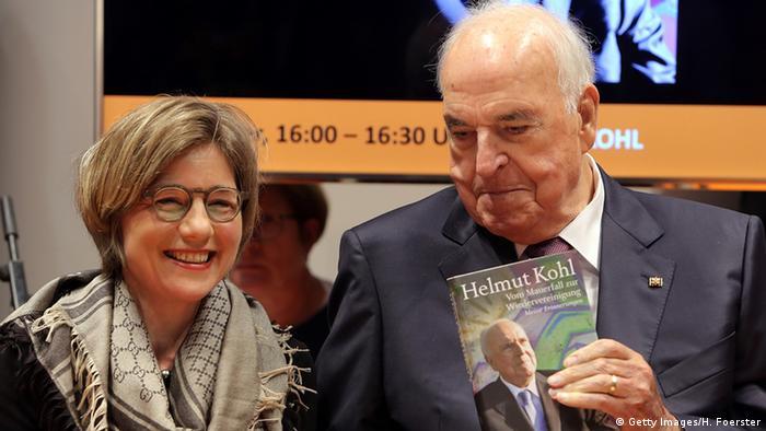 Helmut Kohl Buchvorstellung Vom Mauerfall zur Wiedervereinigung (Getty Images/H. Foerster)