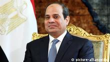 ARCHIV - Egyptian President, Abdel Fattah al-Sisi, sits in a meeting with his Greek counterpart the new Greek President, Prokopis Pavlopoulos (not pictured), at the Presidential Palace, Cairo, Egypt, 23 April 2015. Photo: EPA/KHALED ELFIQI (zu dpa Vor dem Besuch des ägyptischen Präsidenten Abdel Fattah al-Sisi in Deutschland (am 3. Juni) vom 31.05.2015) +++(c) dpa - Bildfunk+++