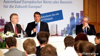 Berlin - Sigmar Gabriel bei einer Diskussionsveranstaltung