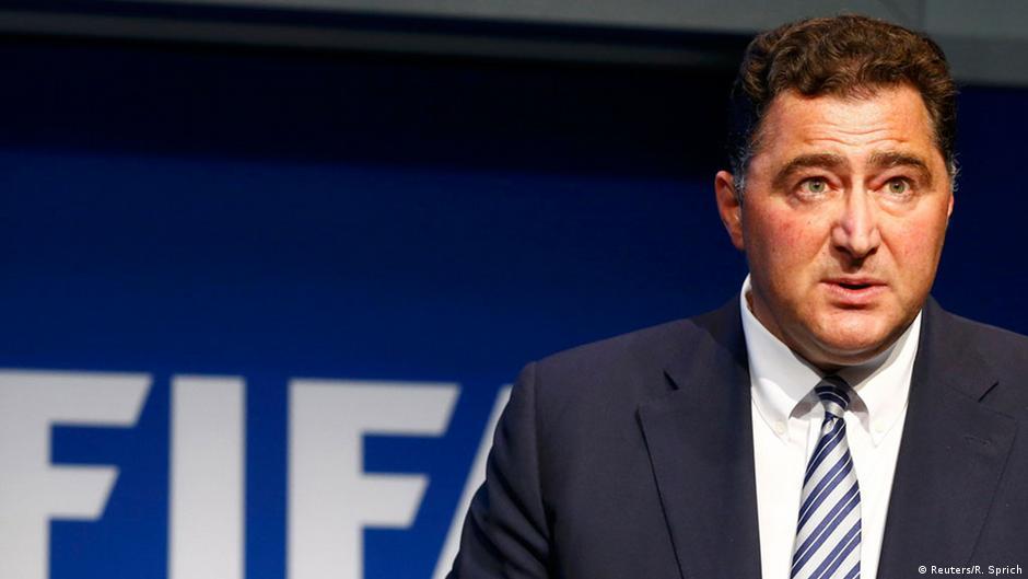 Diretor da Fifa confirma que Rússia e Catar podem perder Copas   DW   07.06.2015