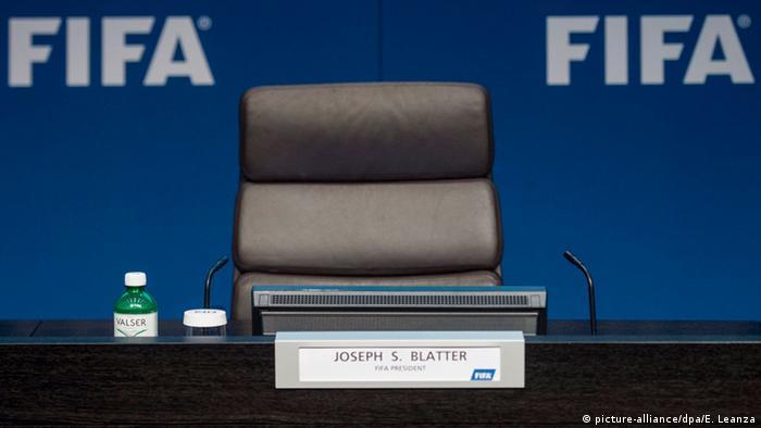Schweiz FIFA Präsident Blatter tritt zurück