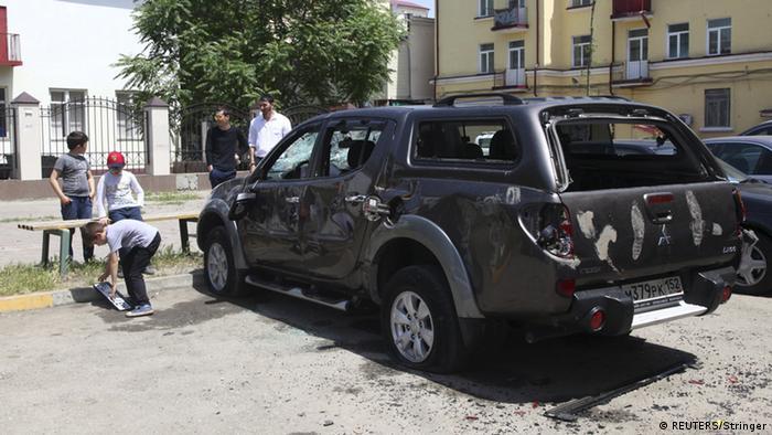 Поврежденная в ходе нападения 3 июня машина Свободной мобильной группы