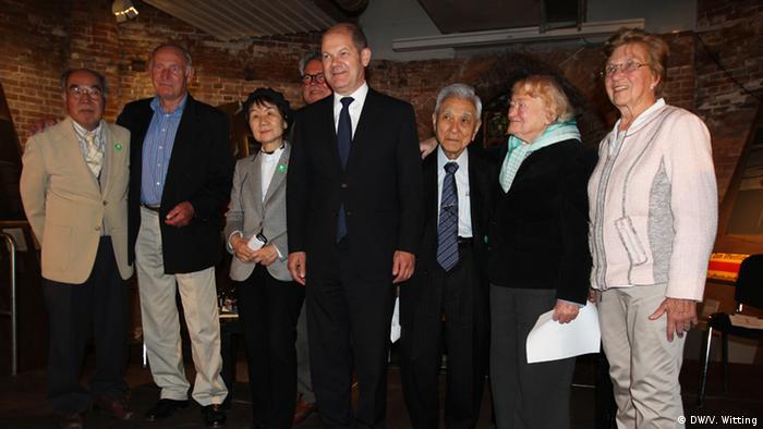 Olaf Scholz and Hiroshima survivors