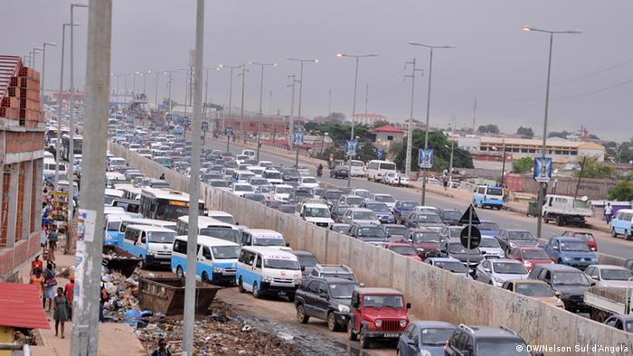 Traffic jam in Luanda, Angola (DW/Nelson Sul d'Angola)