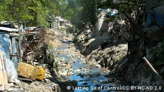 Ein verschmutzes Gewässer (Foto: Letting Go of Control/CC BY-NC-ND 2.0)