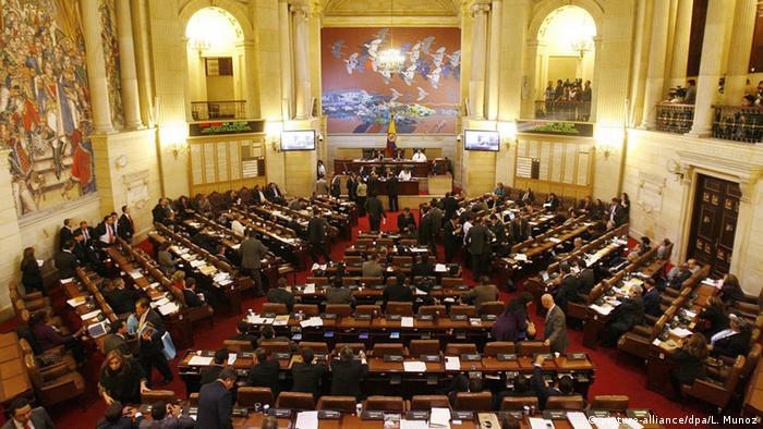El Congreso de Colombia está dispuesto a refrendar el acuerdo de paz entre el Gobierno y las FARC con modificaciones que se le hagan tras ser rechazado en el plebiscito, afirmó el presidente del Senado, Mauricio Lizcano. 24.10.2016