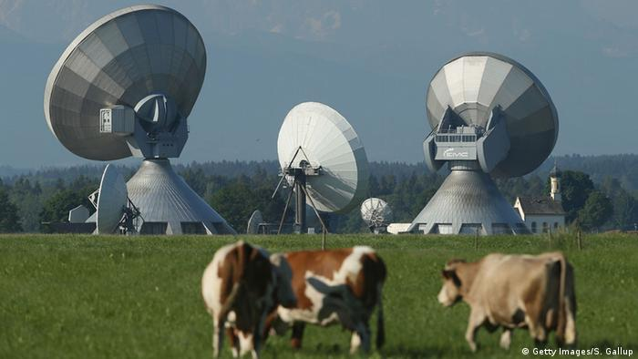 Parabolic antennas at Raisting - Germany (Getty Images/S. Gallup)