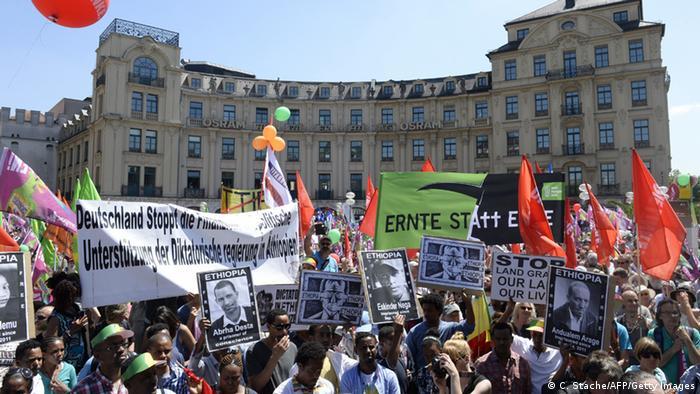 Demonstranten auf dem Münchner Stachus (Foto: AFP/Getty Images)