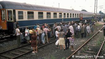 Refugjatët nga Shqipëria mbërrijnë në Geseke, në Gjermani. 1990