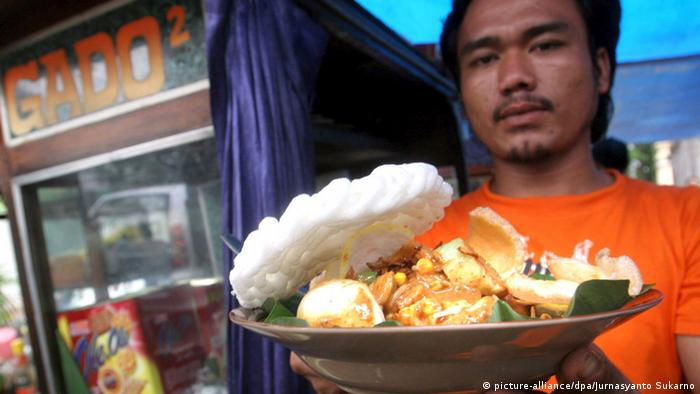 Indonesisches Gericht Gado Gado (picture-alliance/dpa/Jurnasyanto Sukarno)