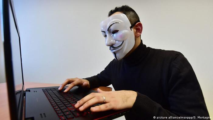 Symbolbild Anonymous Hacker