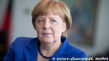 EXKLUSIV - Bundeskanzlerin Angela Merkel (CDU) spricht am 02.06.2015 in ihrem Büro im Bundeskanzleramt mit Journalisten der Deutschen Presse-Agentur. Foto: Kay Nietfeld/dpa (zu dpa-Interview vom 05.06.2015)