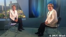 Auf dem Bild: Bundeskanzlerin Angela Merkel nach dem Interview mit DW-Redakteurin Dagmar Engel. Foto: DW/C. Strack