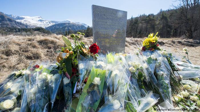 Gedenkstein an Germanwings-Absturzstelle