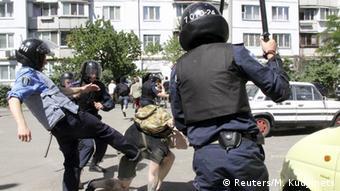 Після переатестації дії колишніх міліціонерів не стали принципово гуманнішими
