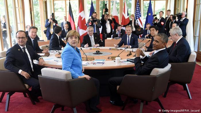 Участники саммита за круглым столом