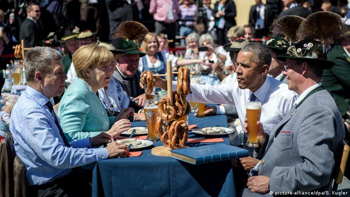 Merkel and Obama eat breakfast with beer and pretzels at a G7 summit