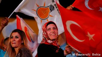 Turkish PM returns mandate to form government | News | DW | 18.08.2015