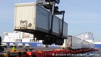 Контейнерный терминал в порту Киля