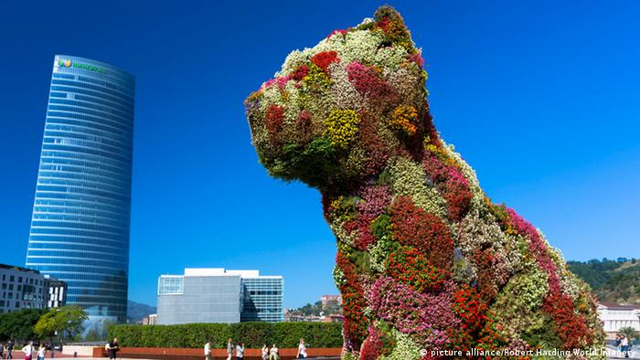 Jeff Koons' sculpture shows dog made of flowers