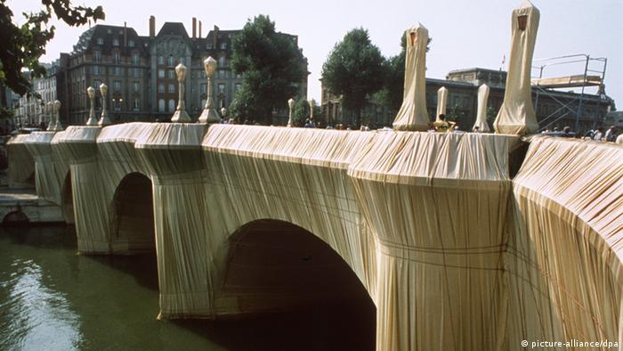 Die verhüllte Pont Neuf in Paris