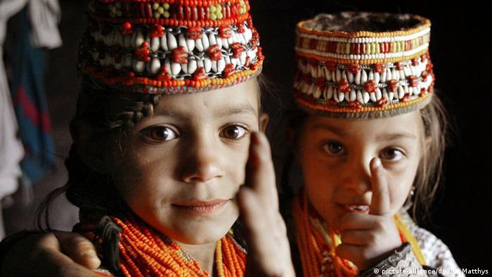 Bildergalerie Kinderheirat in Südasien (picture-alliance/dpa/O. Matthys)