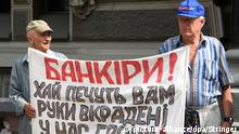 2636207 06/04/2015 Activists of the Ukrainian People's Defense public organization protest against corruption in the country's banking system in front of Ukraine's National Bank. Stringer/RIA Novosti pixel