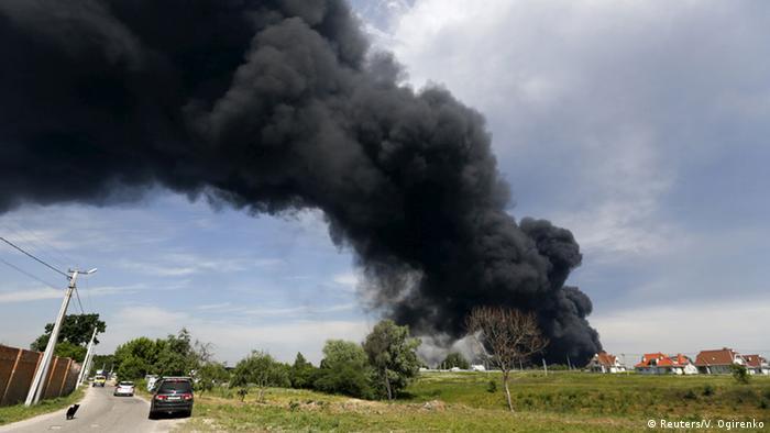 Ukraine Feuer in einem Treibstofflager bei Kiew