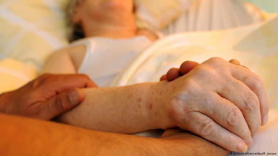 German parliament introduces bills on assisted suicide | DW | 09.06.2015