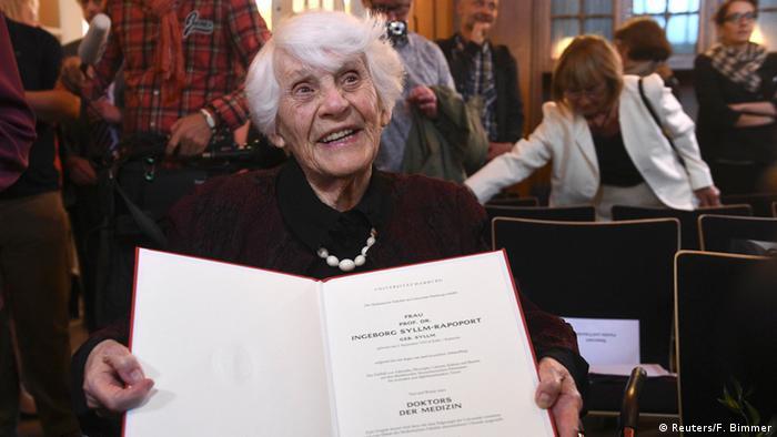 Ingeborg Syllm-Rapoport receives her doctorate