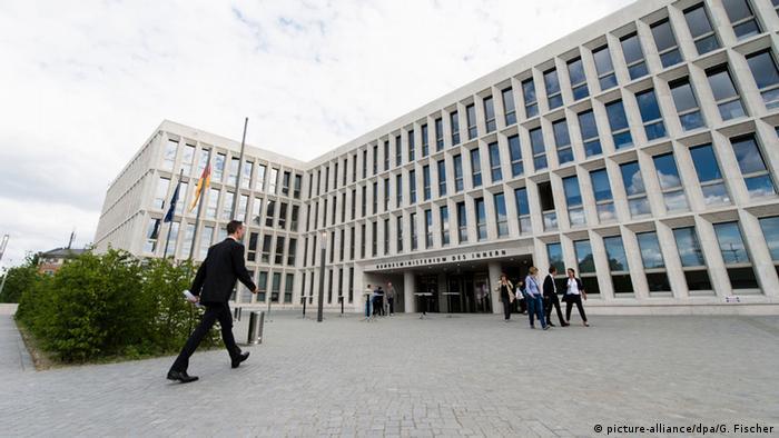 Deutschland Einweihung Neubau Bundesinnenministerium (picture-alliance/dpa/G. Fischer)