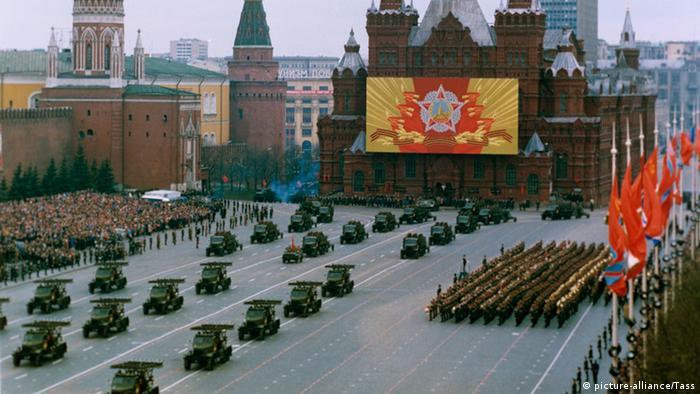 Ostentação de poder: parada militar dos Estados do Pacto de Varsóvia em Moscou, 1985