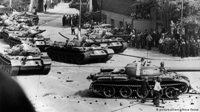 Tschechoslowakei Einmarsch sowjetischer Panzer in Pressburg