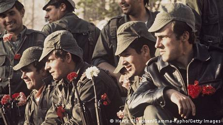 Portugal Lissabon 1974 Nelkenrevolution Soldat Nelke Gewehr