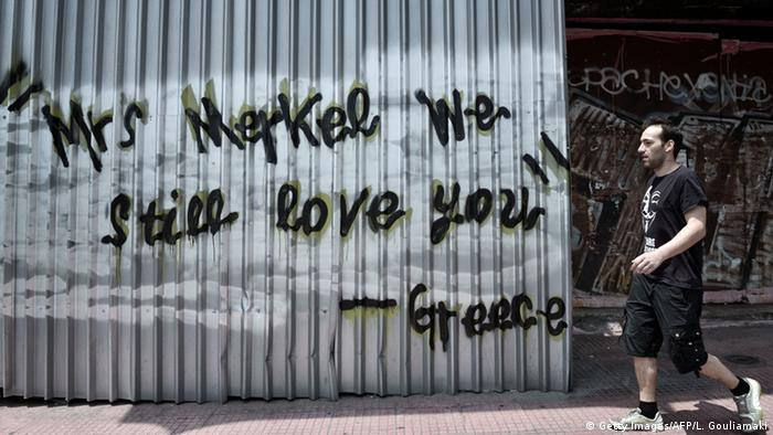 Griechenland Deutschland Merkel Graffiti in Athen (Getty Images/AFP/L. Gouliamaki)