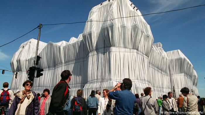 Christo's veiling of the Reichstag (picture-alliance/dpa/Kneffel)