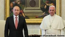 10.06.2015 2640100 06/10/2015 Russian President Vladimir Putin, left, and Pope Francis at their meeting in Vatican City, June 10, 2015. Sergey Guneev/RIA Novosti