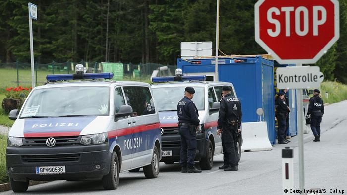 В город привлекли дополнительные силы местной полиции и частных охранных служб.