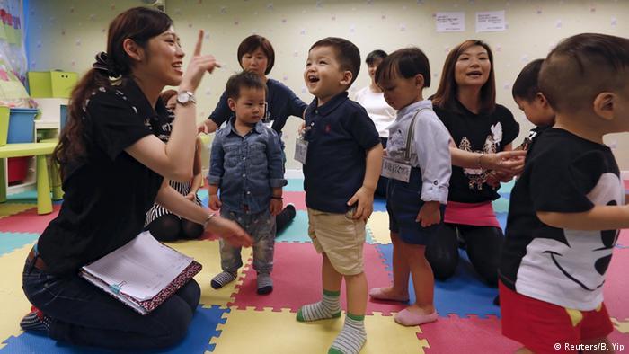 Asien Schulbeginn Hong Kong (Reuters/B. Yip)