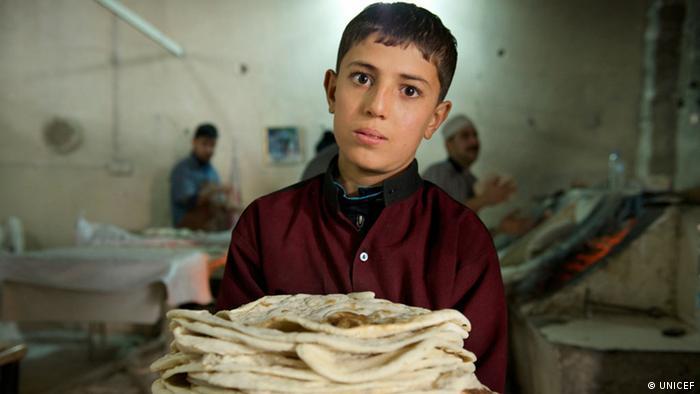 Mali Sirijac Shindar (13) radi u Erbilu od jutra do mraka da bi prehranio sebe i obitelj
