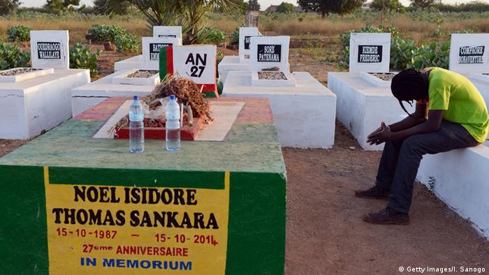 Trauern am Grab von Thomas Sankara vor seiner Exhumierung ISSOUF SANOGO/AFP/Getty Images