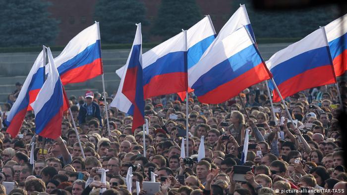 Российские флаги, день независимости, 12 июня 2014 г.