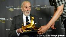 epa03815641 British actor Sir Christopher Lee poses with the Excellence Award Moet & Chandon 2013, marking the beggining of the 66th Locarno International Film Festival in Locarno, Switzerland, 07 August 2013. The festival runs from 07 to 17 August. EPA/URS FLUEELER +++(c) dpa - Bildfunk+++ Kino; Film; .Film; CINEMA