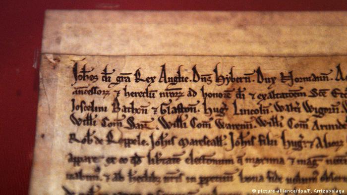 نسخهای از مگنا کارتا که در کتابخانه بریتانیا در لندن نگهداری میشود