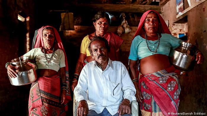 Indien Bildergalerie die Wasserfrauen von Maharashtra