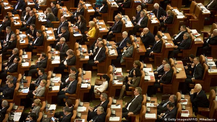 La serviciu, la Parlament