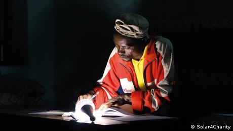 Kamerun Solarlicht für Enwen (Solar4Charity)