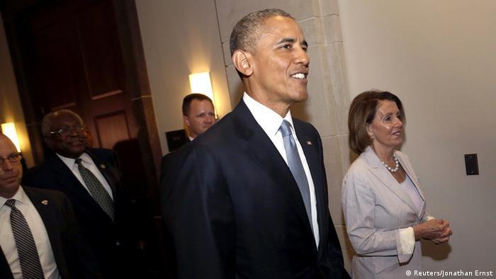 Präsident Obama im Kongress, rechts die Fraktionschefin der Demokraten, Pelosi (Foto: Reuters)